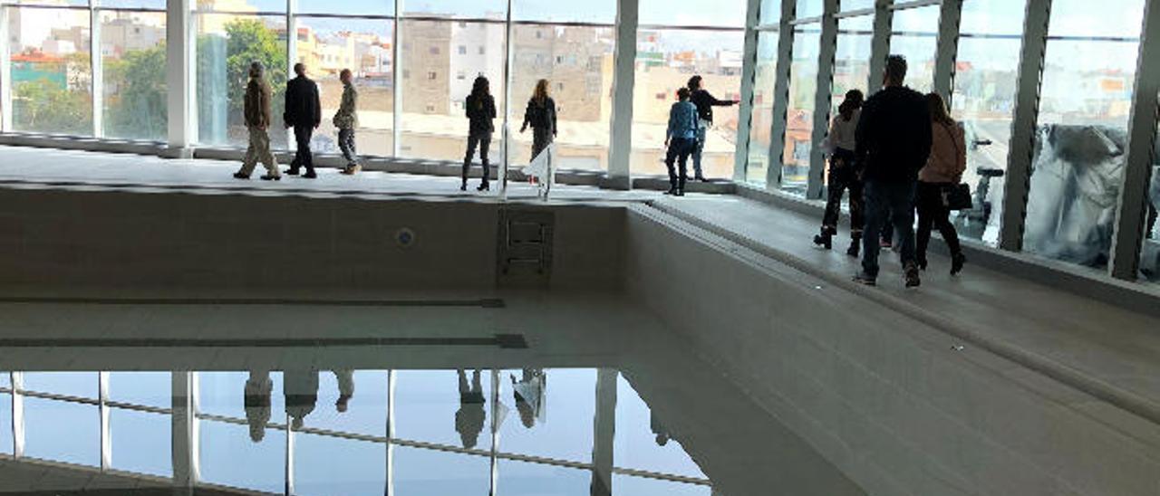 Interior del Spin Fit, donde se aprecia la piscina.