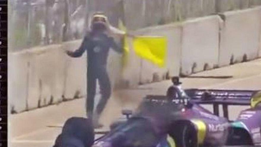 Grosjean vuelve a salir de un coche en llamas... un año después de su espectacular accidente
