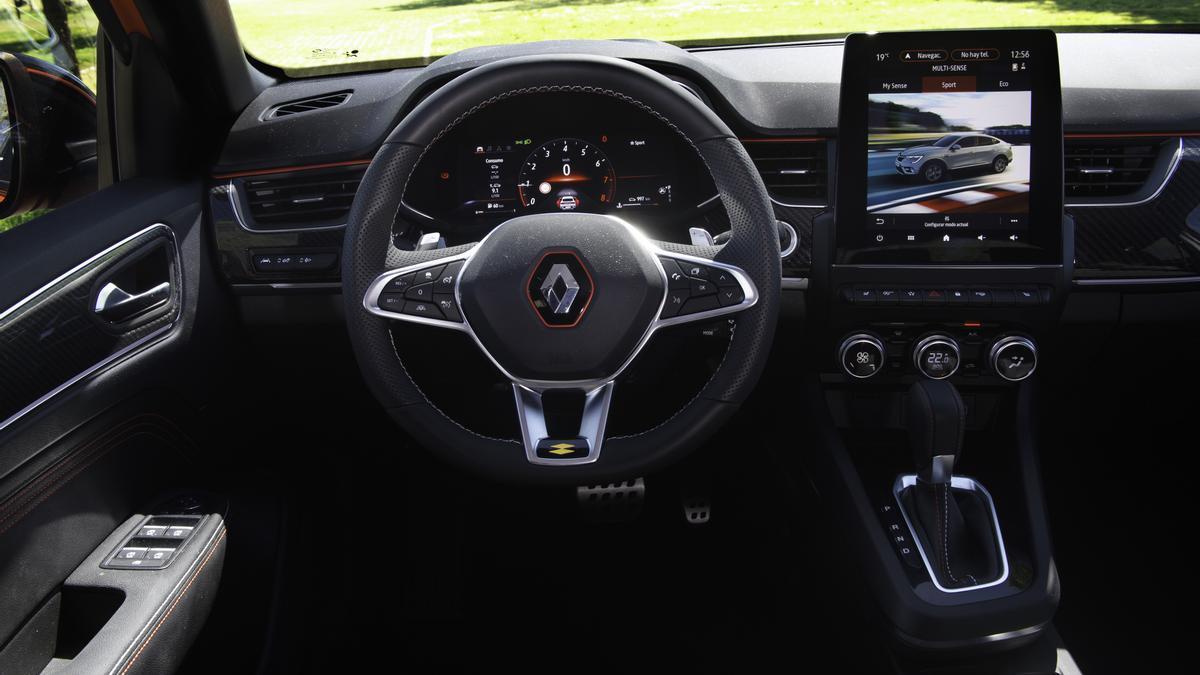 Puesto de conducción y salpicadero con la Tablet táctil de grandes dimensiones