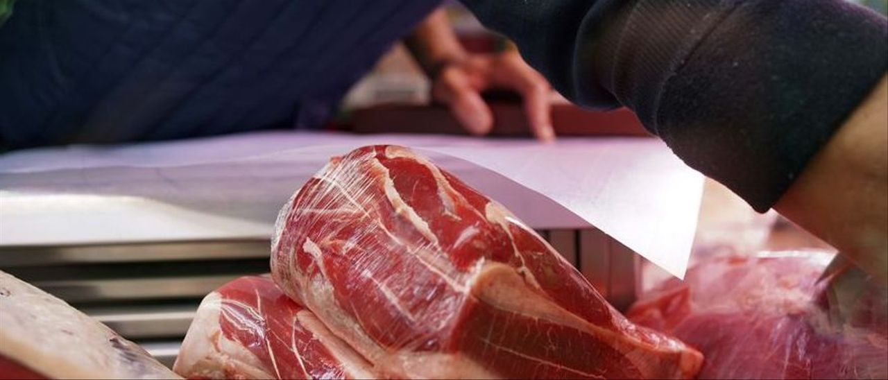 Carne roja en una carnicería de Madrid.