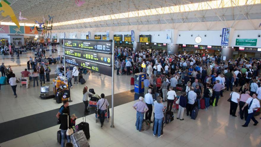 El Gobierno elimina las restricciones en la oferta de vuelos en Canarias