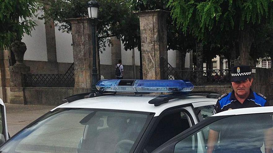 Betanzos incluye en el presupuesto salarios de auxiliares de policía contratados por cuatro jubilaciones
