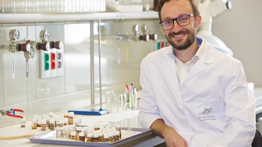 Un científico de la UA logra una beca del Consejo Europeo para convertir biomasa en productos químicos