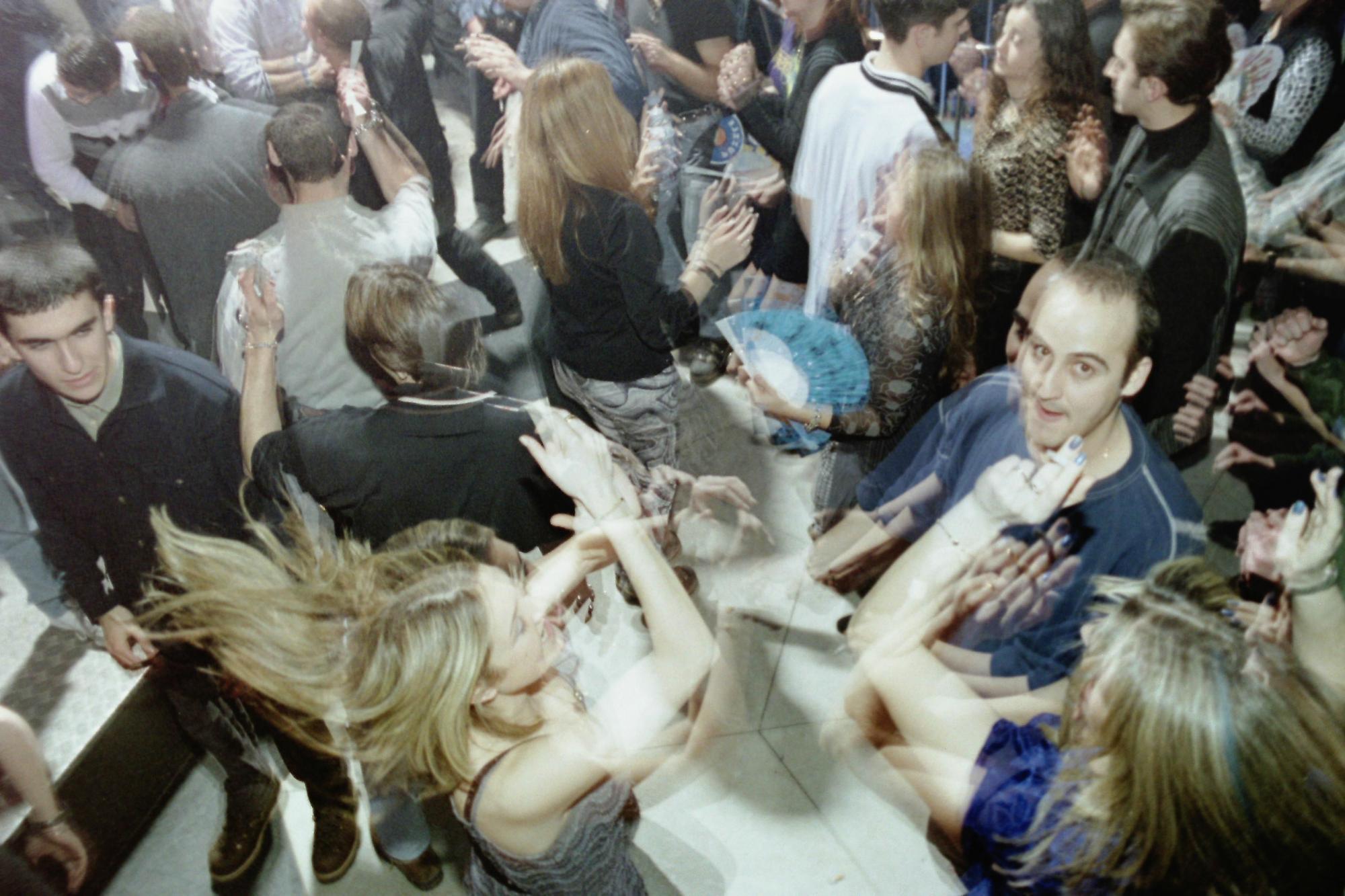 ¿Estuviste de fiesta en las discotecas de los años 90?: A ver si te encuentras en estas fotos