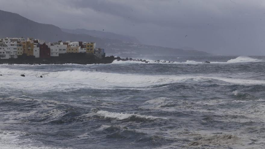 Alerta por olas superiores a cinco metros en el norte de las Islas