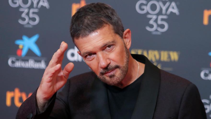 Antonio Banderas abre la gala de los Goya con un sentido homenaje a las víctimas de la COVID