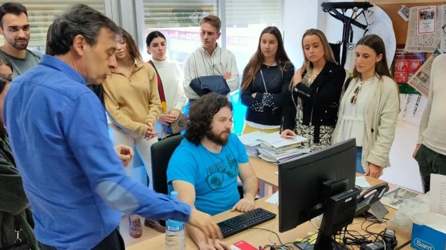 Visita de estudiantes de IMEP a INFORMACIÓN