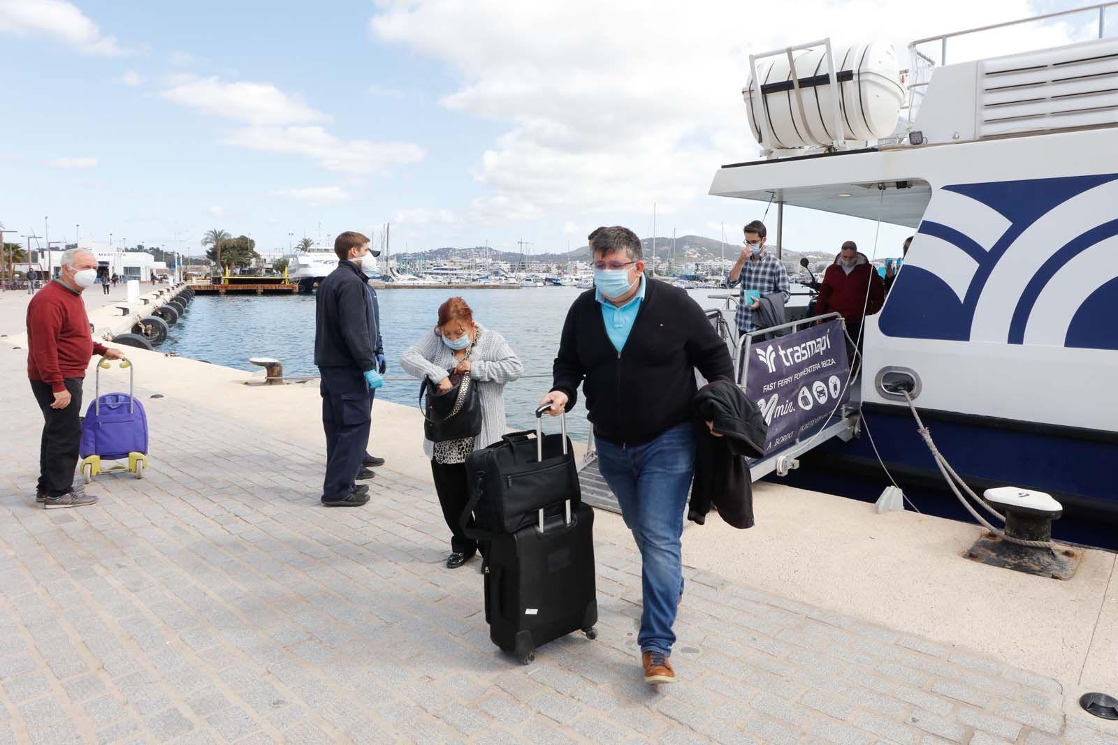 Los formenterenses viajan a Ibiza con ganas de ir de compras