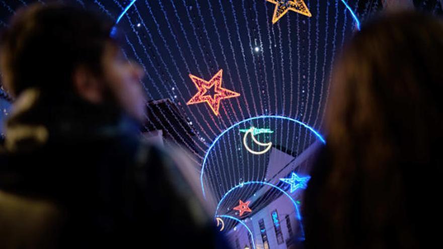 El municipio suma nuevos elementos decorativos a su alumbrado navideño