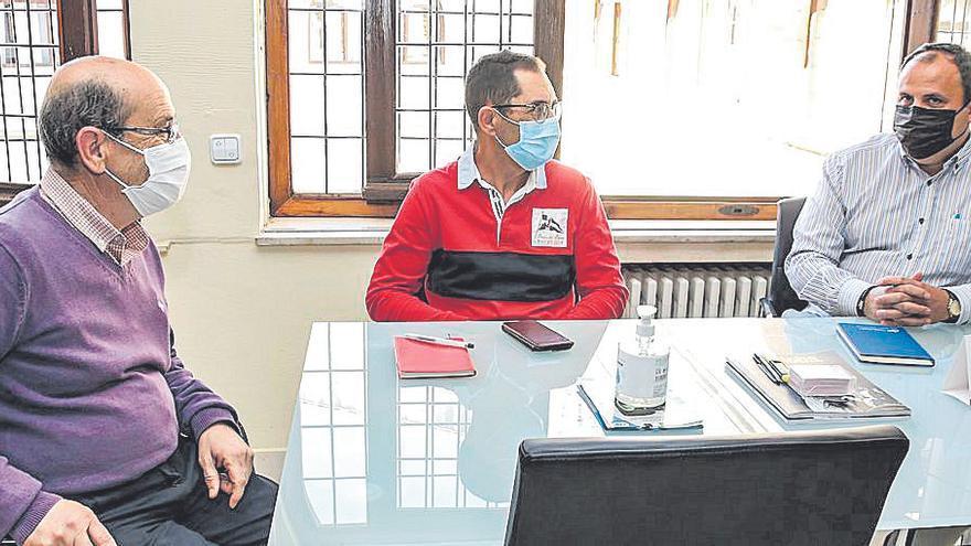 Reunión con el alcalde de Torremocha