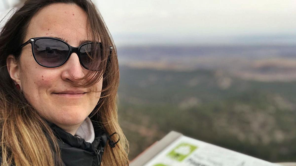 Bea Valdearcos, durante una excursión, antes de contraer la enfermedad. | SERVICIO ESPECIAL