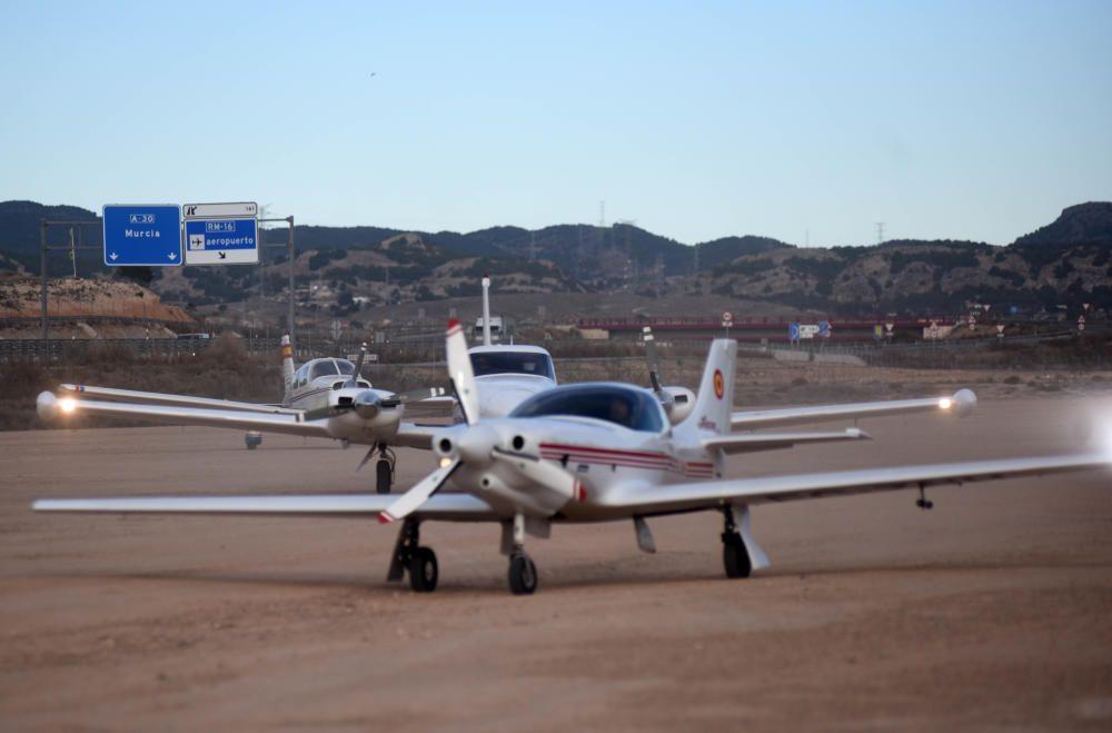 Los Reyes llegan a Murcia en avioneta