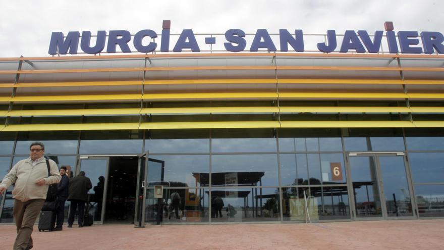 Ryanair cancela diez vuelos este martes en San Javier por una huelga de controladores