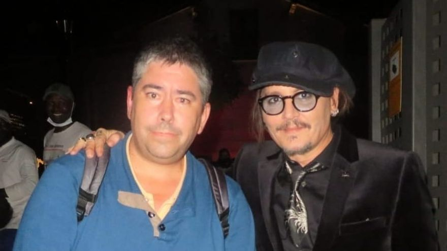 Johnny Depp  se fotografía con Ander Azcárate