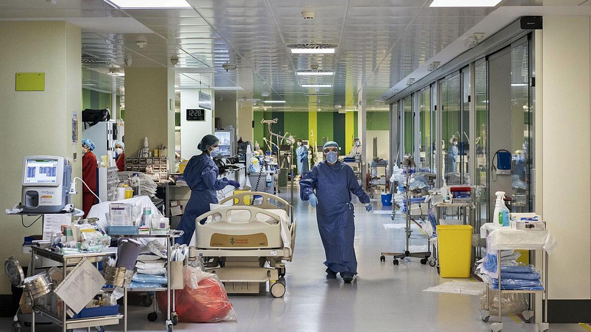 Interior del Hospital General de València durante la tercera ola del coronavirus el pasado mes de enero. | G.CABALLERO