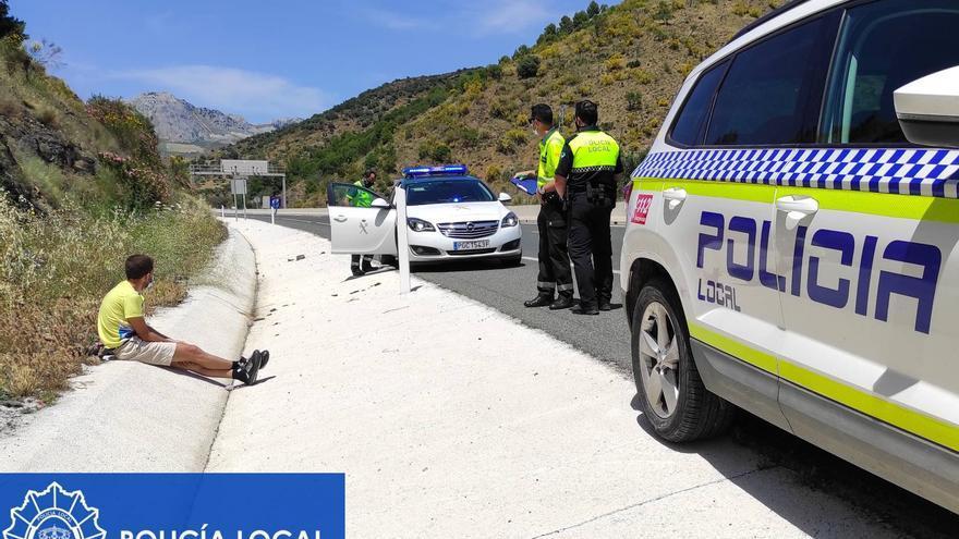 Intenta llegar a Málaga a pie por la A-45 para ver a su ex con una orden de alejamiento en vigor
