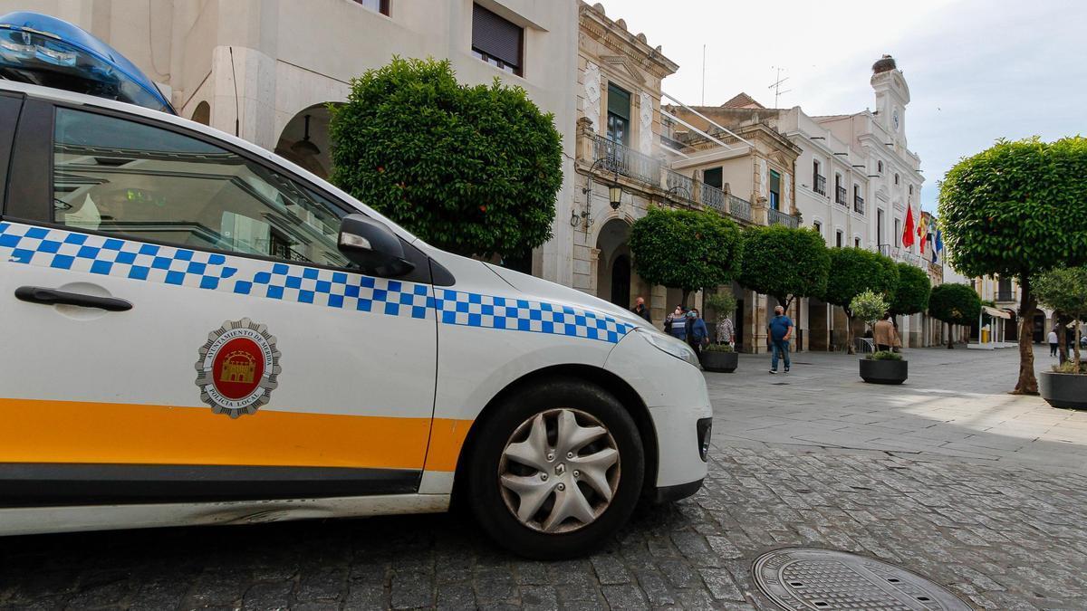 Vehículo de la Policía Local en la Plaza de España.