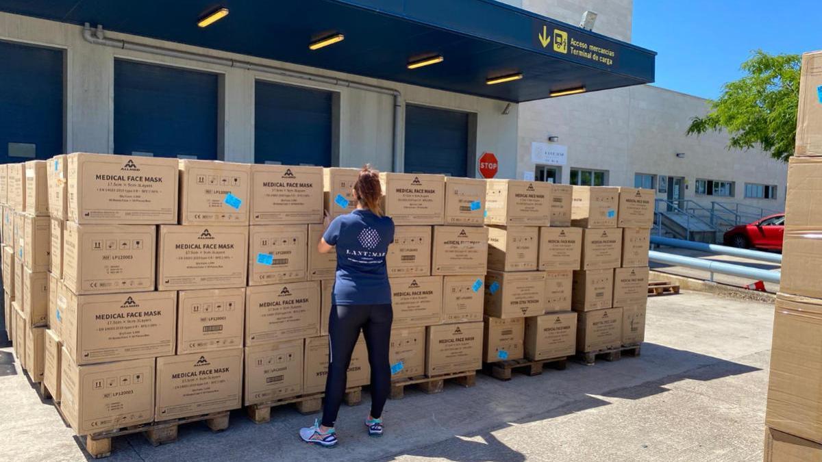 Llegan a Mallorca desde de China otros cinco millones de mascarillas