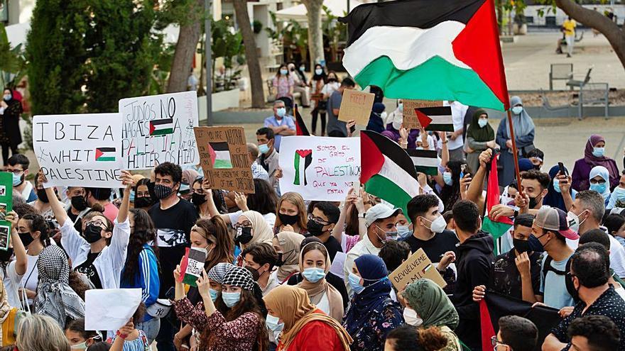 200 personas se movilizan a favor del pueblo palestino en s'Alamera