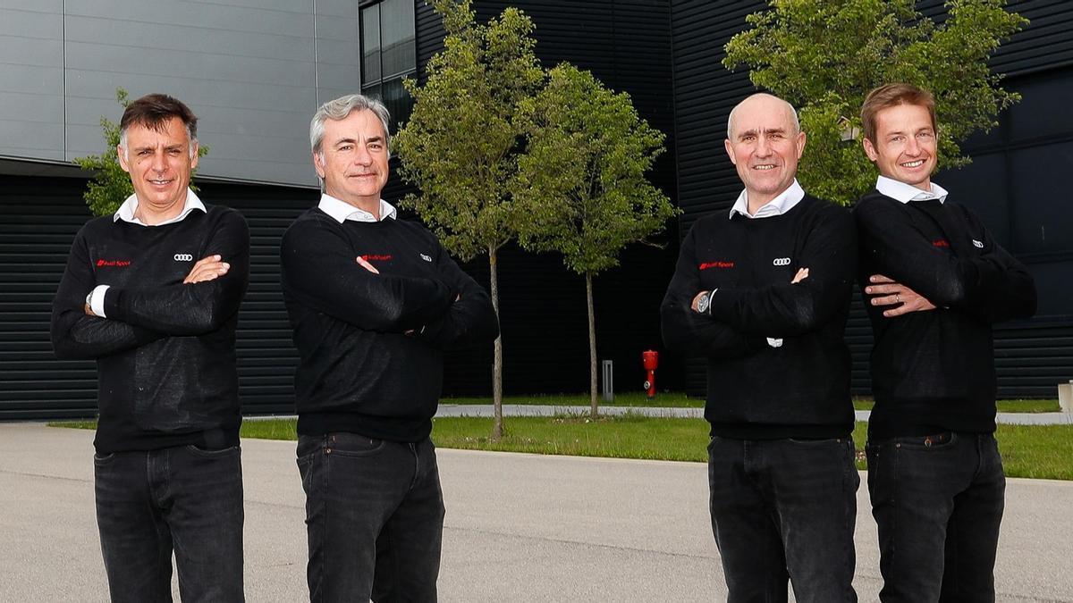 Carlos Sainz, junto a sus compañeros en Audi.