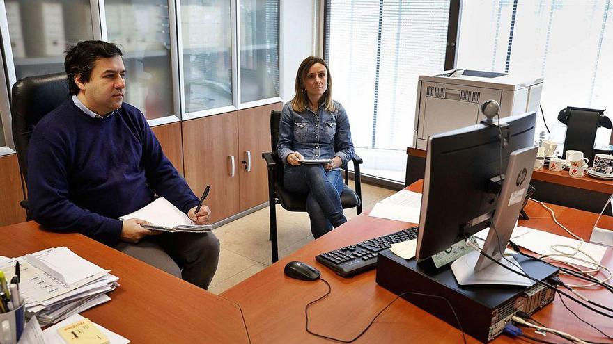 """Científicos de El Entrego buscan """"matar"""" el coronavirus en pomos y mostradores"""