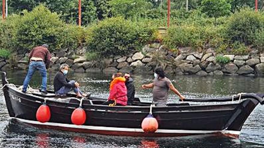 Primeros paseos en embarcaciones ligados a la Festa das Cunchas