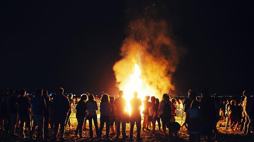 Hierbas y agua, alternativa al fuego en la noche de san Juan