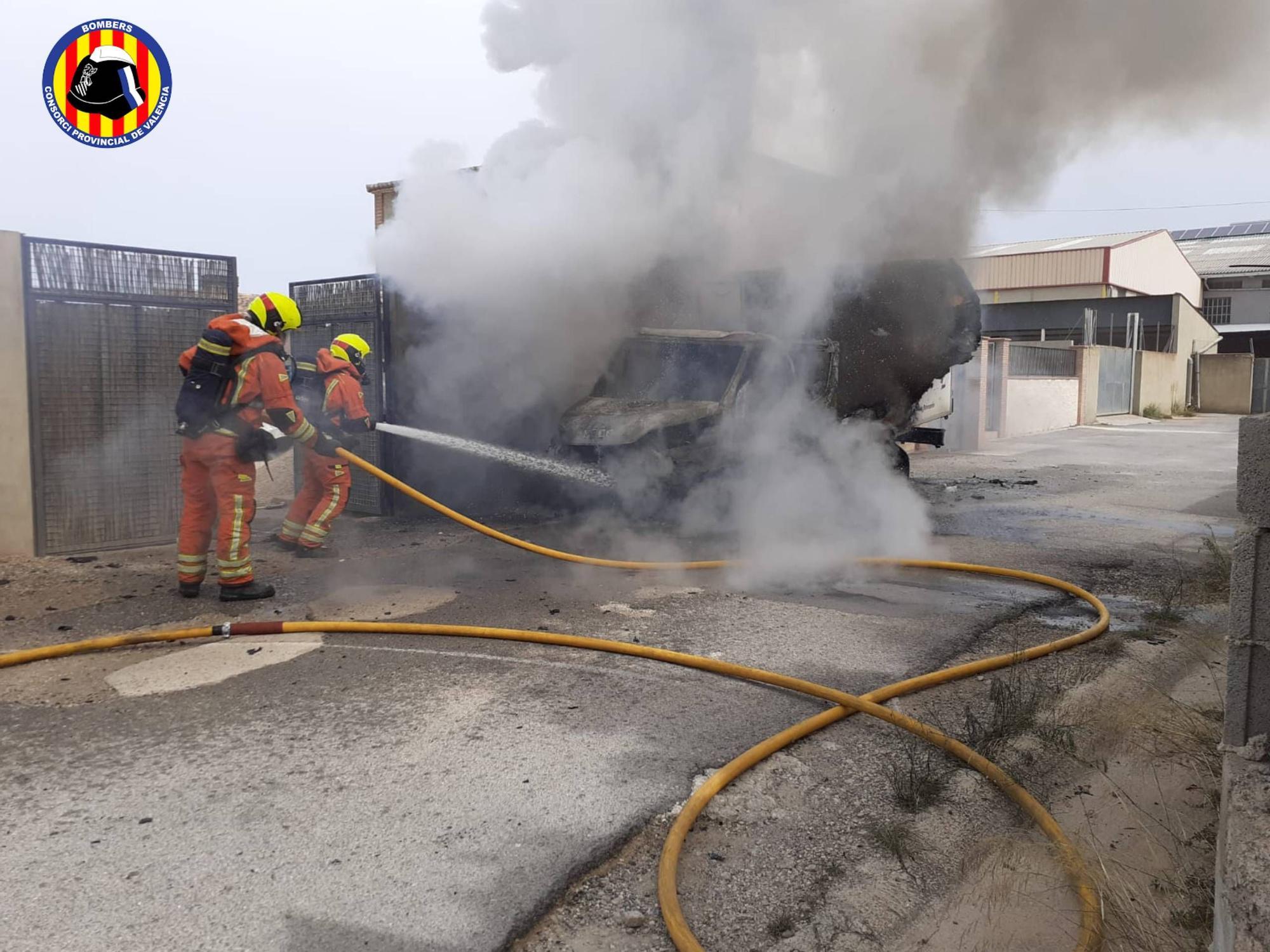 Se desata un incendio en un vehículo industrial en Canals