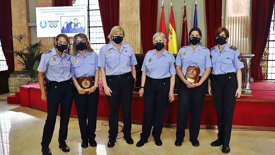 Murcia homenajea a sus mujeres policía en los 40 años de su entrada al Cuerpo