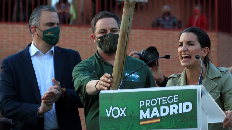 """Detenido por delito de odio un tuitero por escribir """"Monasterio y Abascal colgados del Puente de Vallecas"""""""