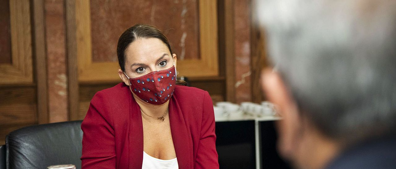 La consejera de Derechos Sociales, Noemí Santana, al inicio del Consejo de Gobierno, ayer.
