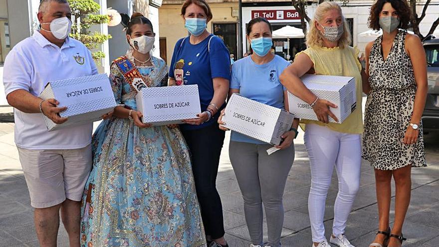 Quart reparte 150.000 sobres de azúcar con frases de mujeres