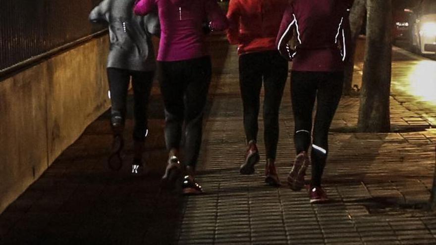 Detenidos tres jóvenes en Villena  tras perseguir a cinco mujeres que se refugiaron en un bar