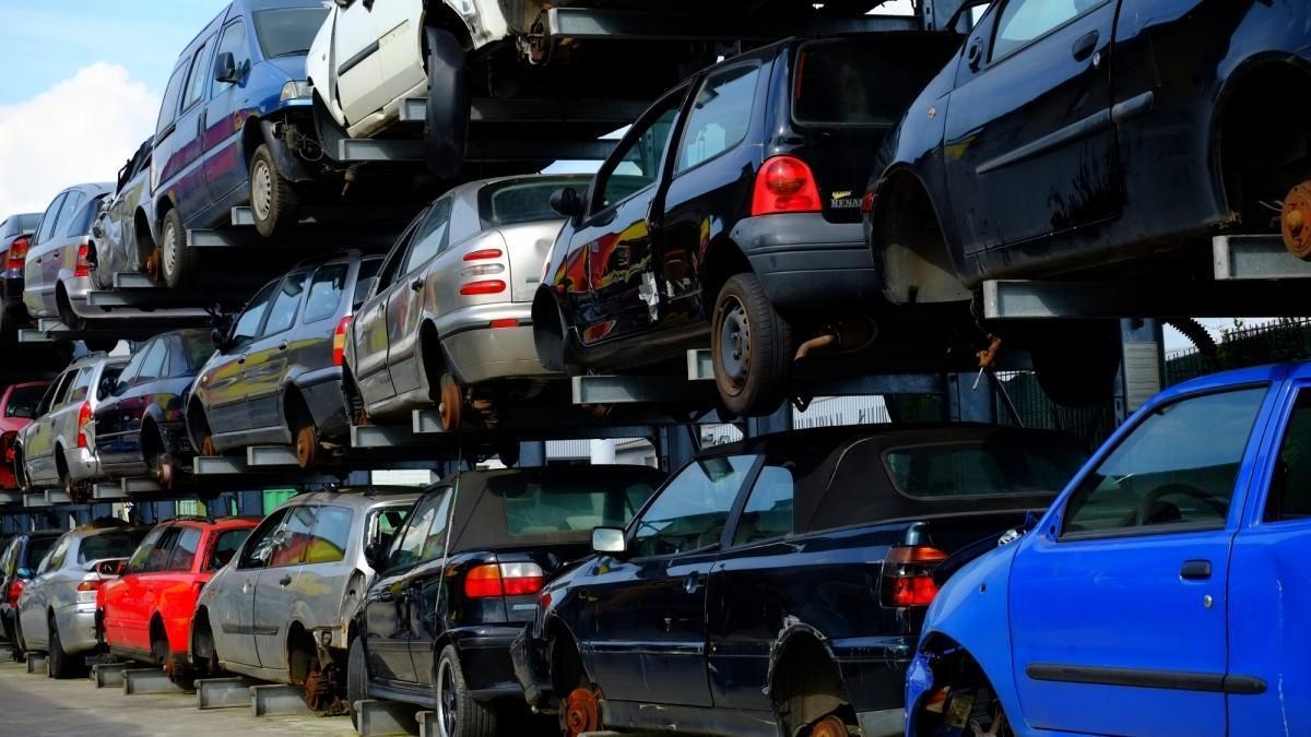 ¿Cuál es la comunidad autónoma con el parque automovilístico más viejo?