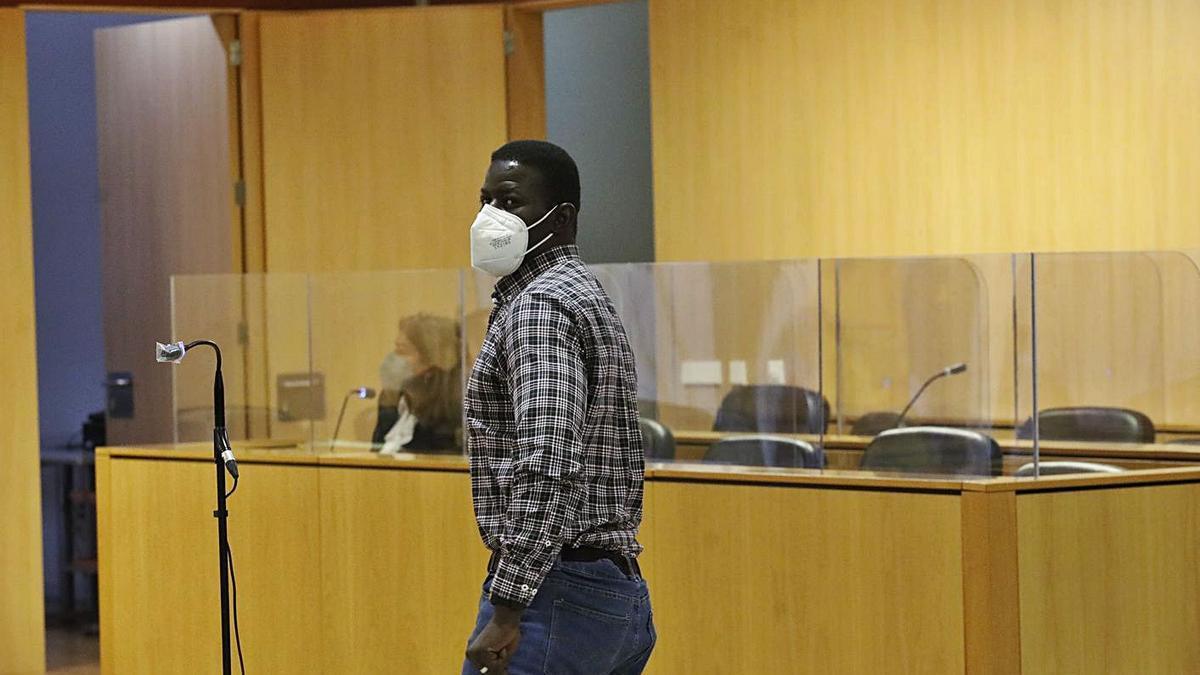 Papagore Ndoye, ayer, al inicio del juicio.