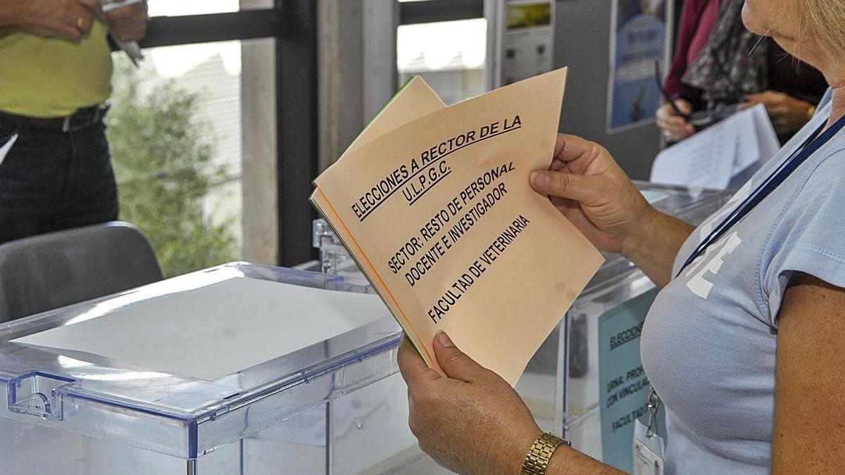 Preparativos en las últimas elecciones a rector de la ULPGC celebradas en 2017.
