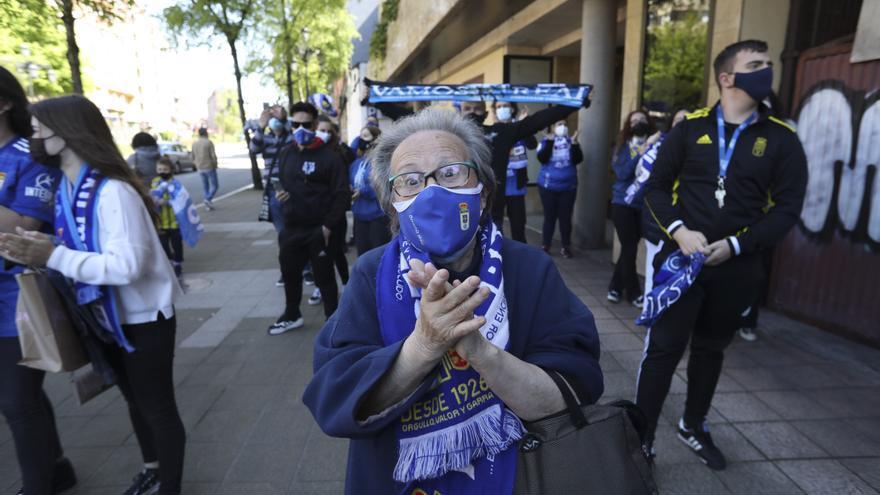 Así fue la salida de los jugadores del Real Oviedo hacia Gijón