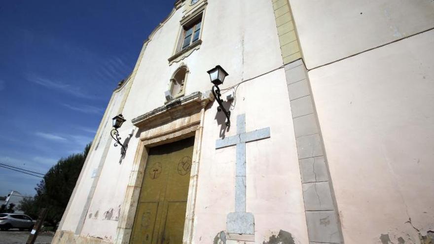 Gavarda y Massalavés mantienen cruces franquistas en sus iglesias