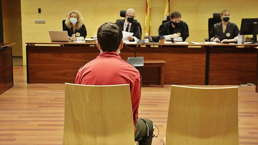 A judici un jove acusat de coaccionar la parella menor d'edat per tenir relacions