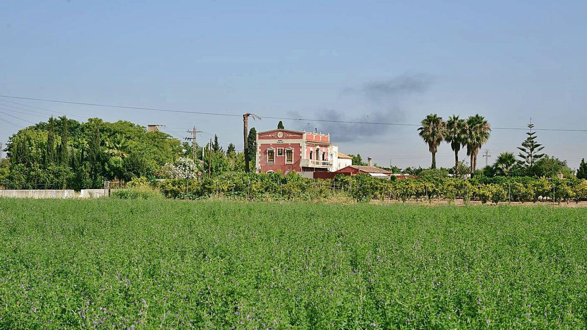 Tres imatges de l'actual paissatge de Paiporta.