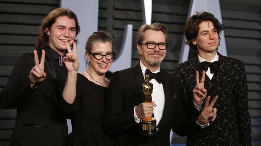 El hijo de Gary Oldman defiende la inocencia del actor