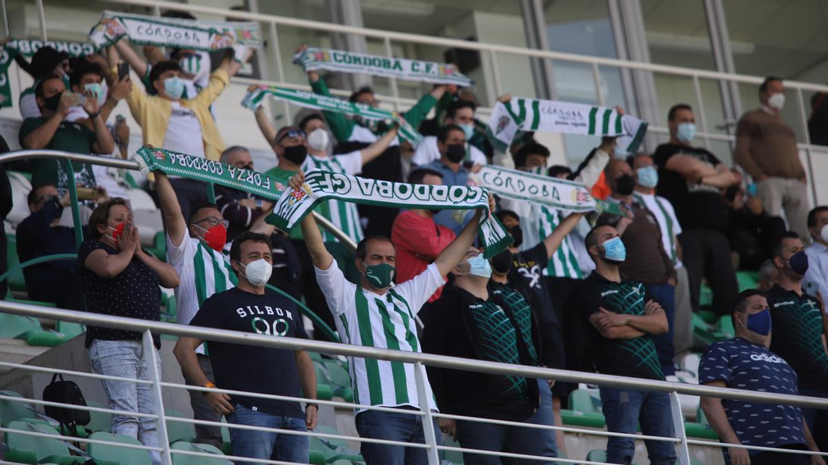 Aficionados del Córdoba CF en El Arcángel, en una imagen de archivo.