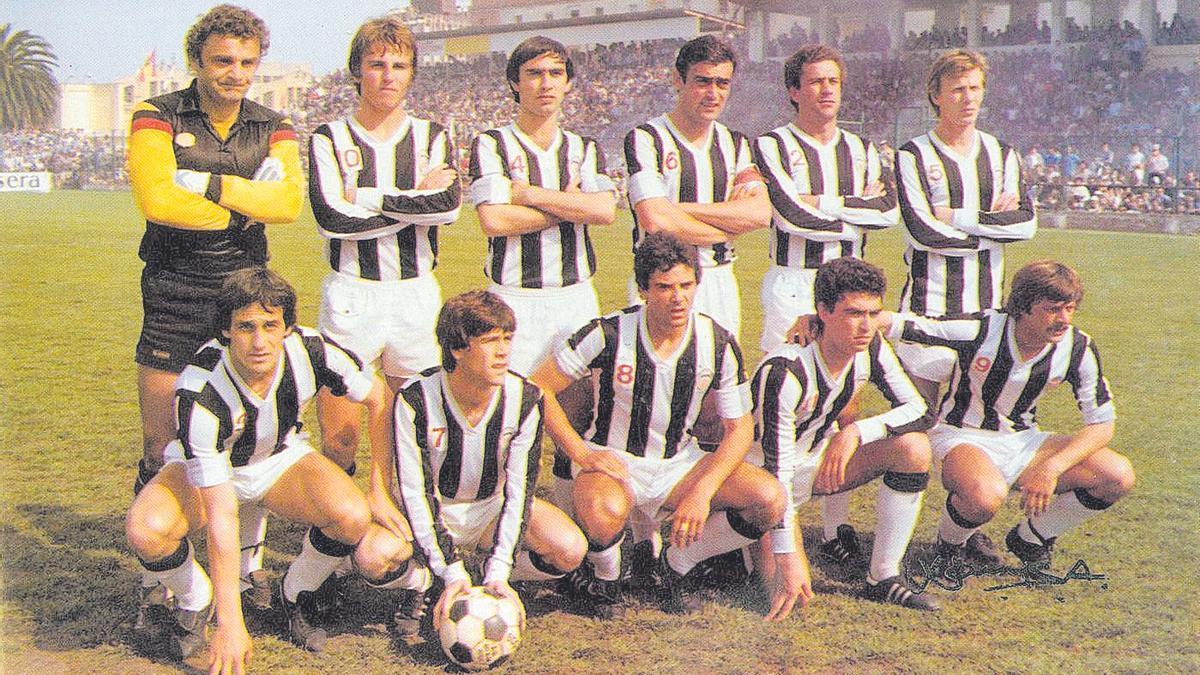 Once histórico 8 De pie, de izquierda a derecha: Racic, Roberto, Pulido, Planelles, Ferrer, Draganic; y en cuclillas, Navarro, Viña, Ribes, Conde y Bayarri.
