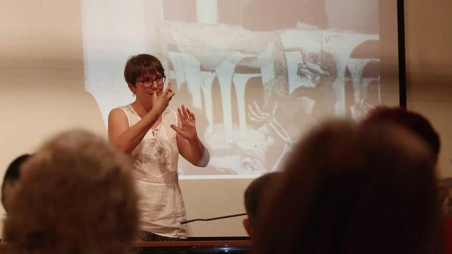 La historiadora Patricia Pérez desgrana la figura de Maruja Mallo