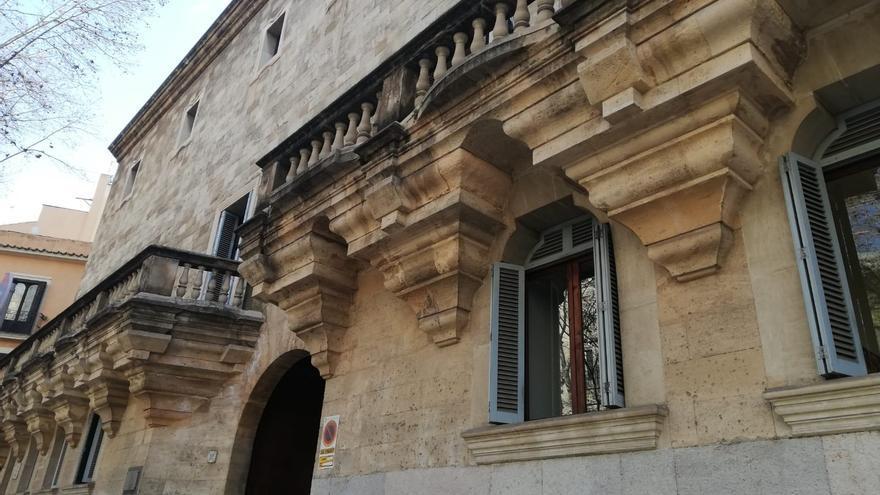 Juicio por pagar un teléfono móvil en Palma con billetes de 20 euros falsos