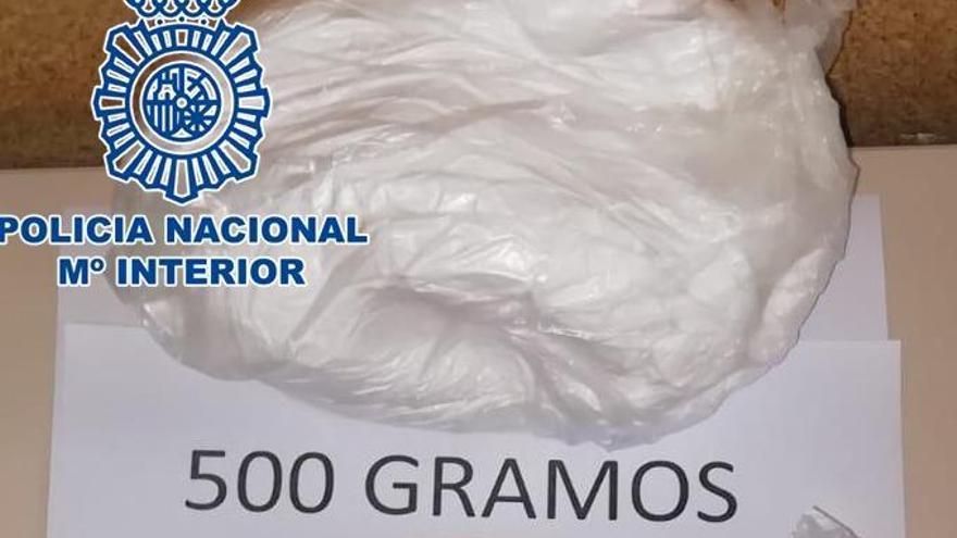 Material incautado durante la intervención policial -500 gramos de cocaína y 450 de heroína-