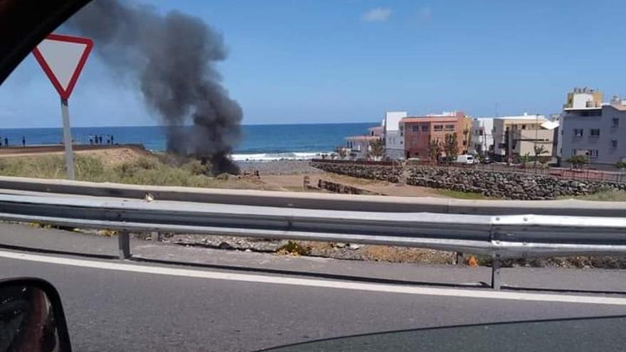 Incendio de una chabola en el Barranco de Azuaje, en Moya (17/04/2021)