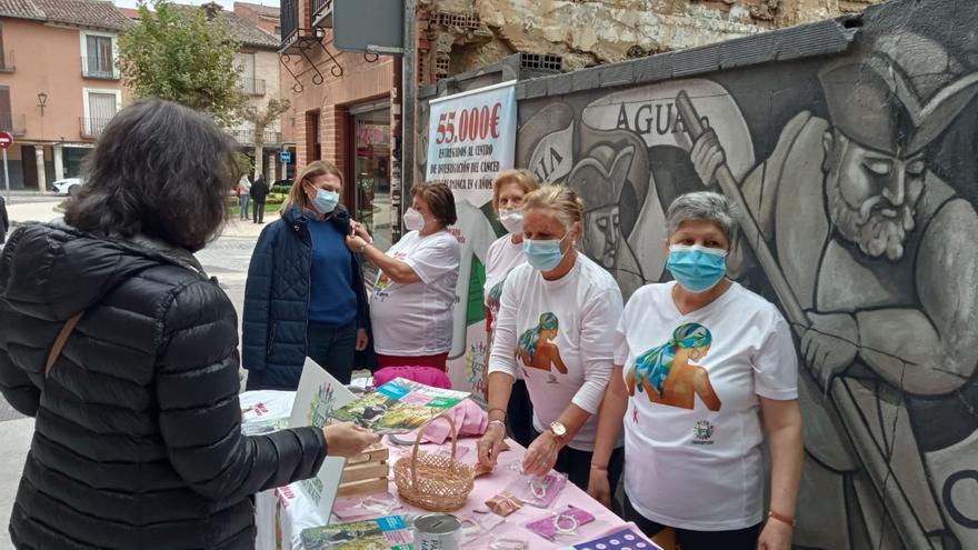 Toro se vuelca en la campaña informativa sobre el Día del Cáncer de Mama