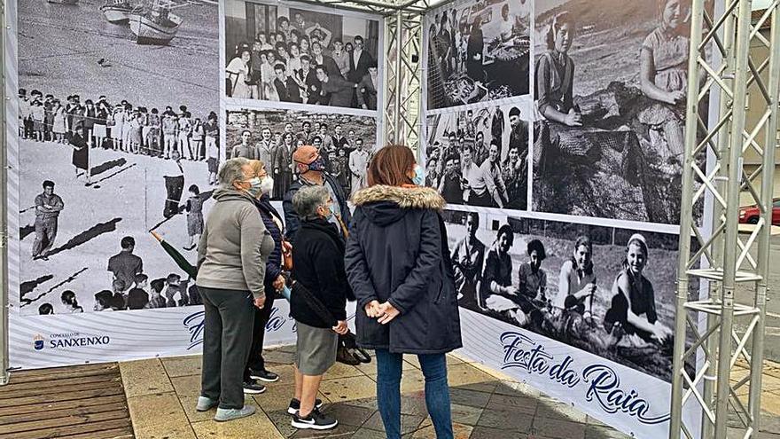 Una muestra con 72 fotografías antiguas de Portonovo sustituye a la Festa da Raia
