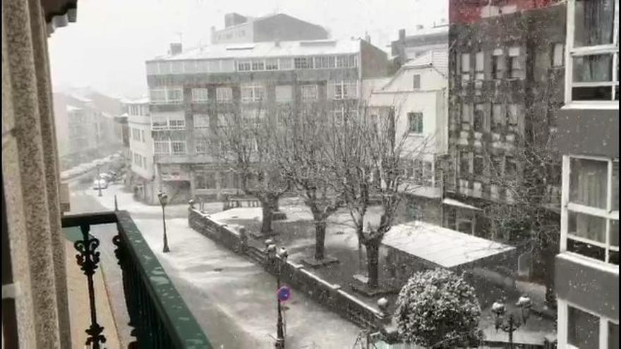 Dora deja la primera nevada de la temporada en el centro de Lalín